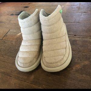 Sanuk Puff & Chill booties